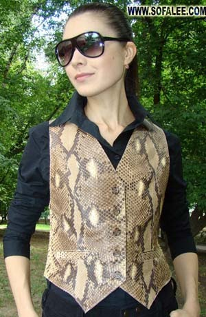 Жилетка из натуральной кожи питона.Женская жилетка из питона.Vest of genuine python.