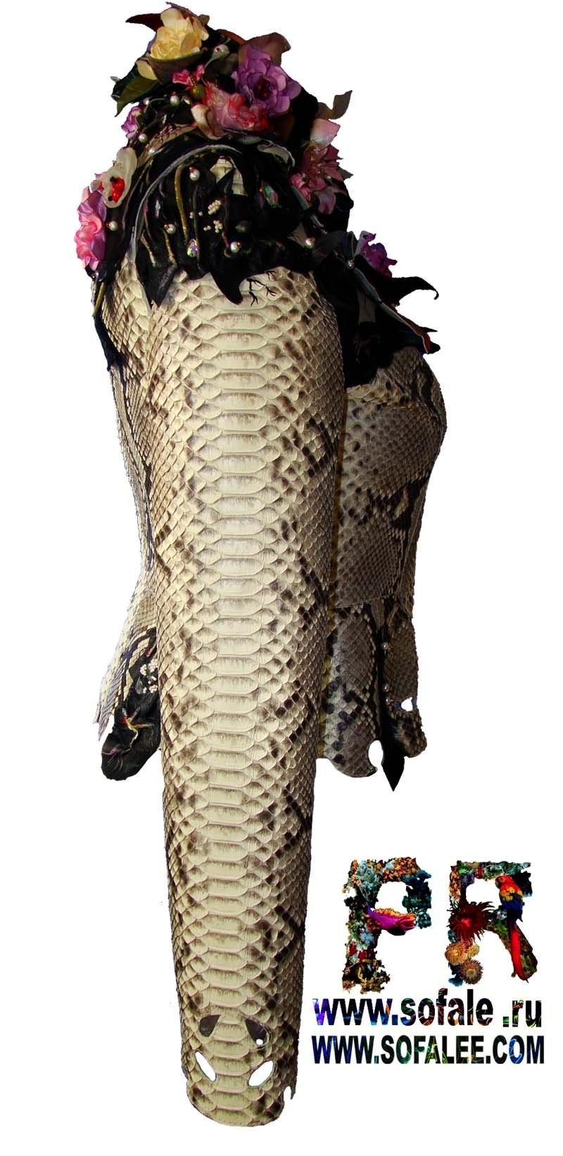 женская куртка из кожи питона