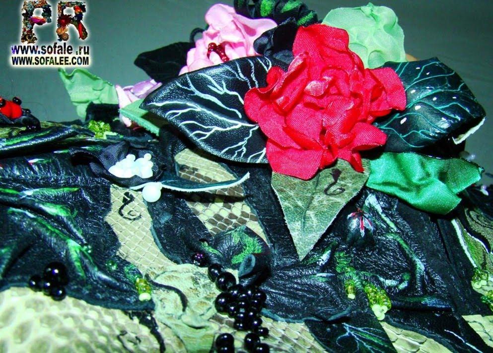 вышивка и цветы на одежде-куртке женской из натуральной кожи питона фото 2