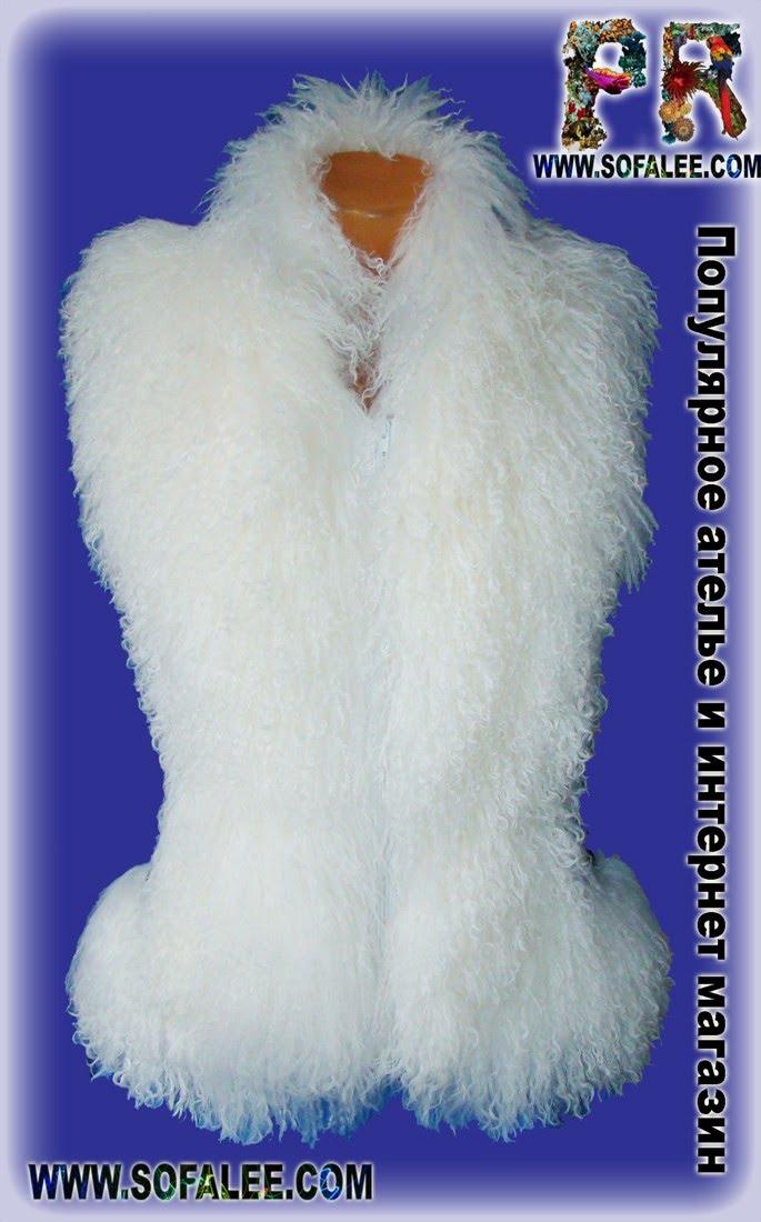 Теплая молодежная жилетка из белоснежной ламы и кожи с принтом