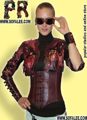 Женственный кожаный костюм из болеро и корсета