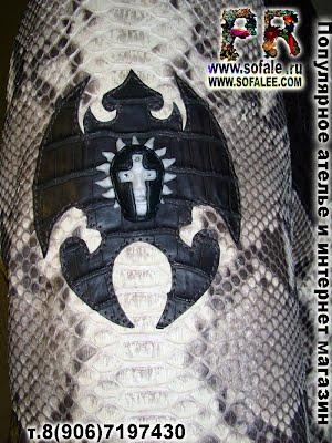 шеврон с маской на рукаве пиджака фото 005