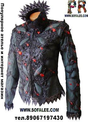 куртка эксклюзивная женская из натуральной кожи висит на манекене, цвет черный