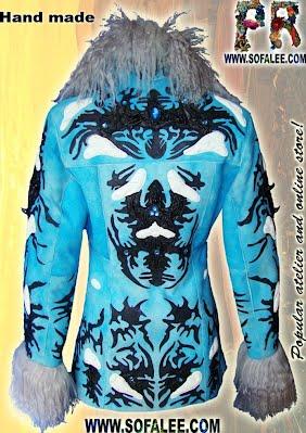 Длинная дубленка голубого цвета с мехом ламы