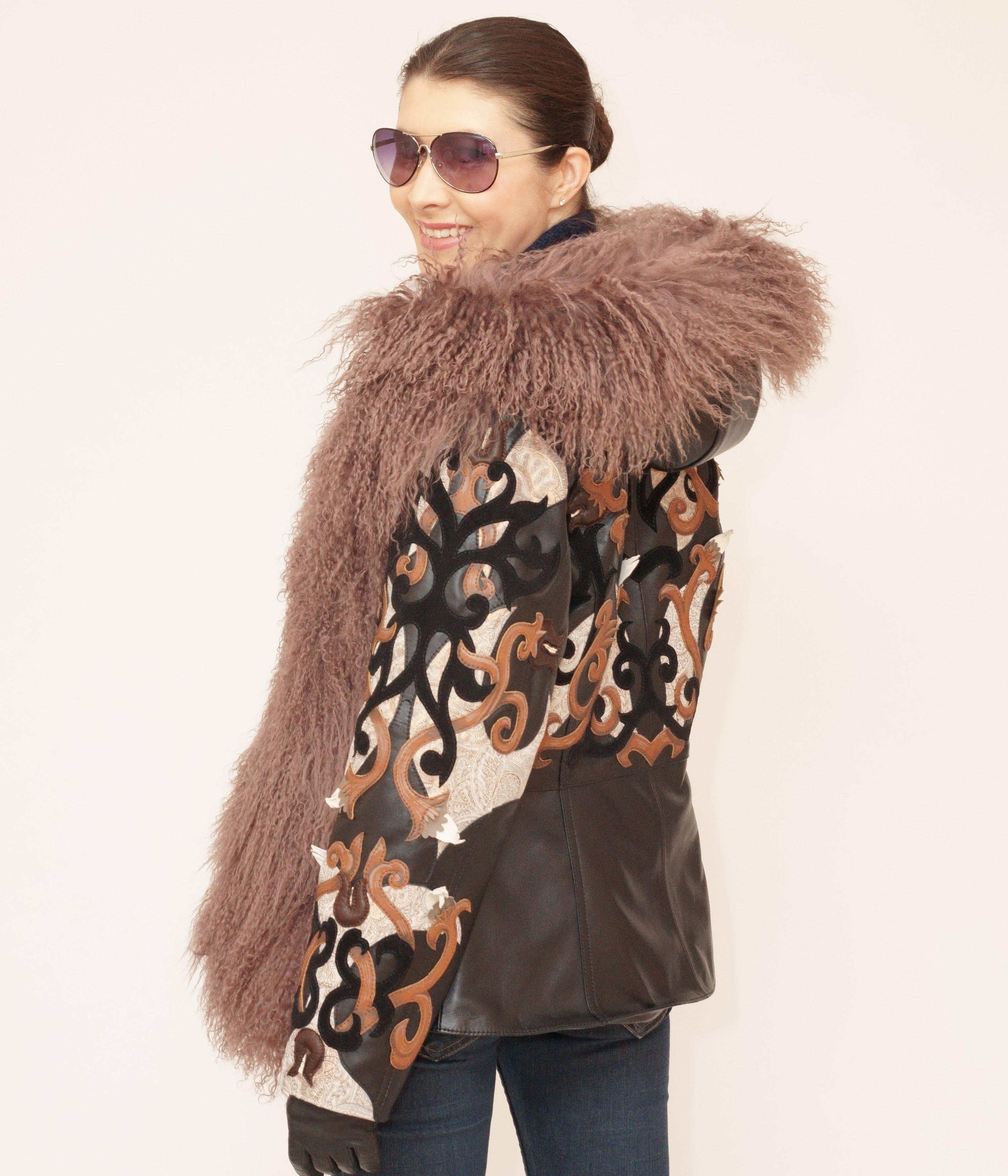 №249 Женская демисезонная куртка из кожи и меха ламы.